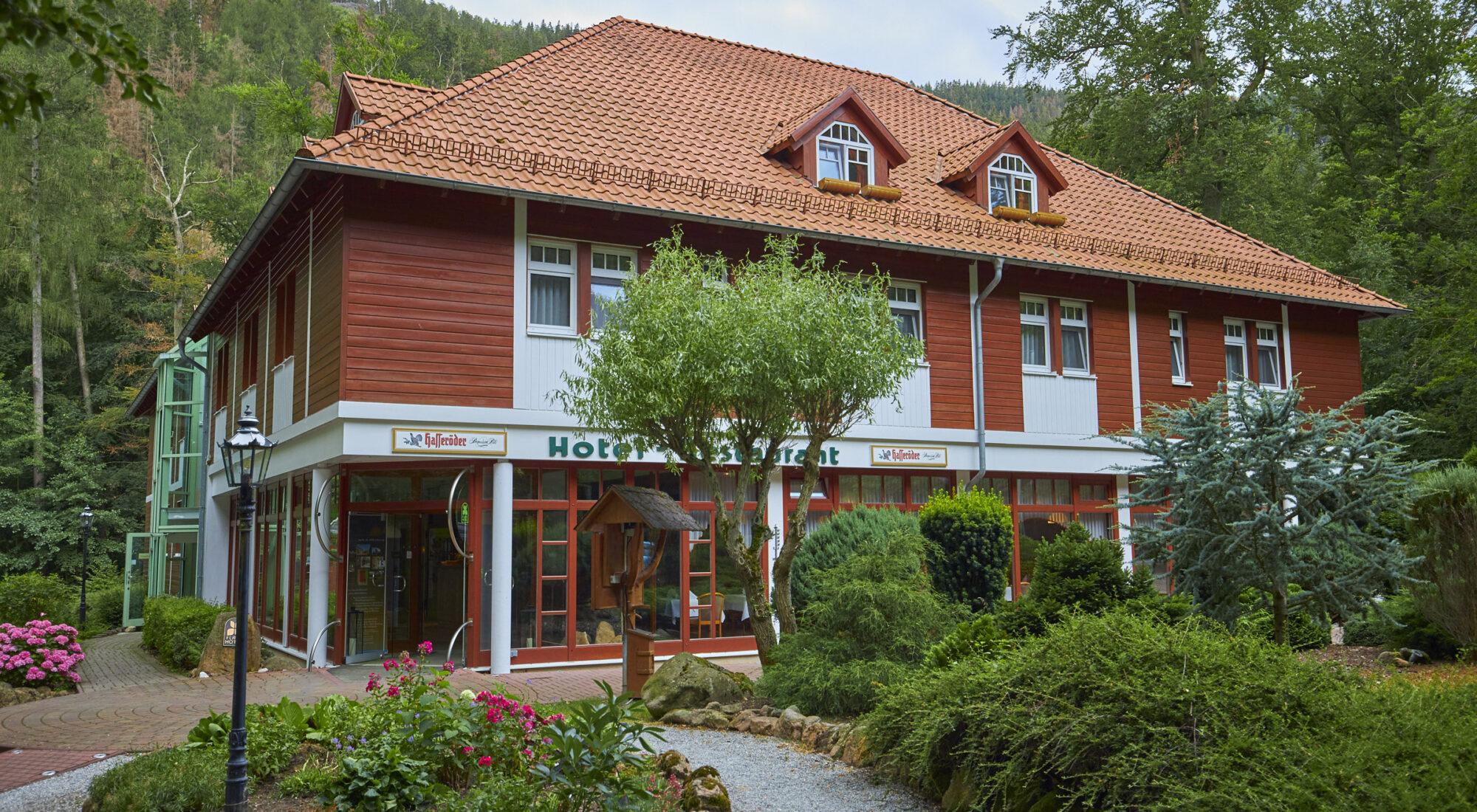 Eingang Kurpark-Flair-Hotel im Ilsetal