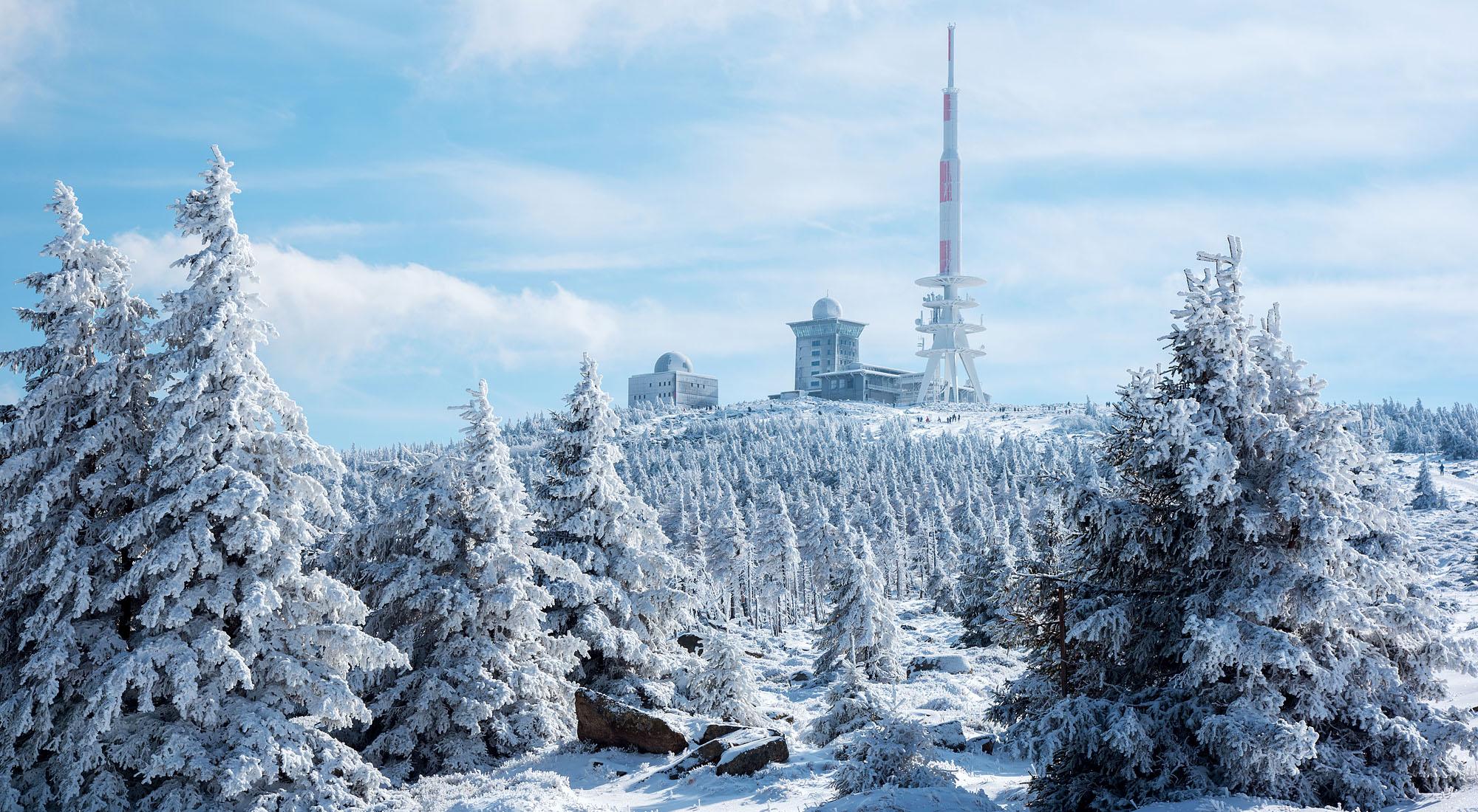 Brocken Gipfel 1142m im Winterkleid
